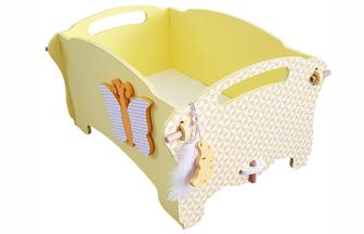 habiller la boite de rangement en bois avec du papier et un papillon