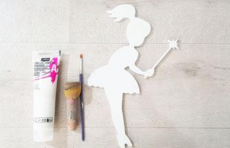 grande fée baguette en bois peint en blanc