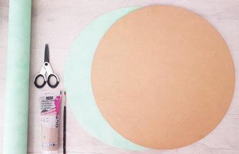 très grand rond en bois à recouvrir de papier vert
