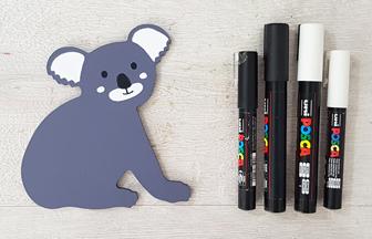 petit koala en bois colorié avec des feutres