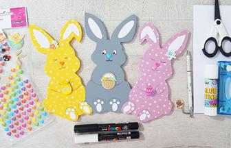 customisation des lapins en bois avec des stickers