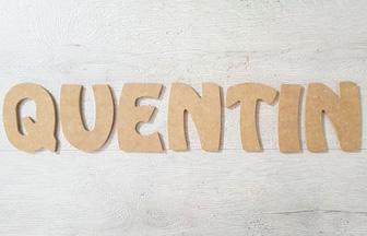 lettres majuscules en bois pour créer le prénom quentin