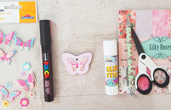 mini papillon percé en bois à habiller de papier