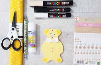 customisation en DIY du petit ours sur le mobile bébé en bois