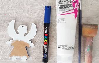 petit ange en bois peint en blanc