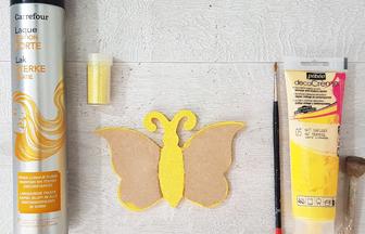 peindre le petit papillon en bois