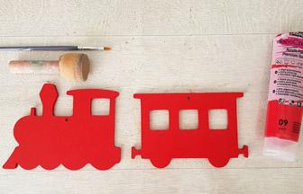 train et wagon en bois peint en rouge