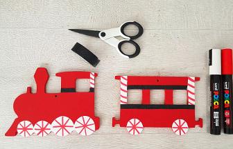 locomotive et wagon en bois customiser avec des feutres