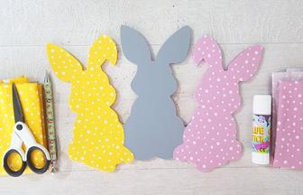 recouvrir les lapins en bois avec du tissu
