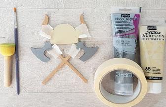 déco chambre viking avec le casque en bois à peindre