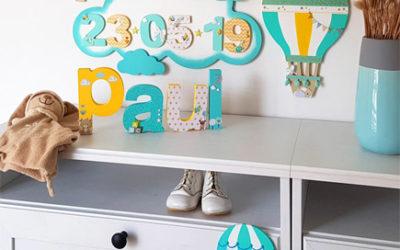 Une idée déco chambre bébé à faire soi même : montgolfières et nuages en bois pour vos DIY !