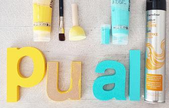 peindre les lettres en bois à poser et coller des paillettes