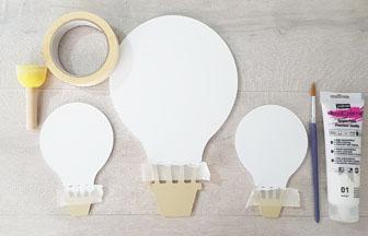 montgolfières en bois peint en blanc