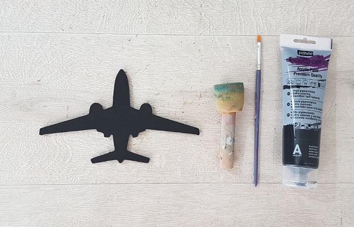 idée déco photo pour vos murs avec cet avion en bois
