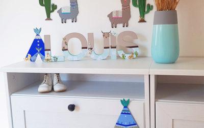 """Une déco lama chambre bébé avec des formes en bois """"tipi cactus"""" à décorer !"""
