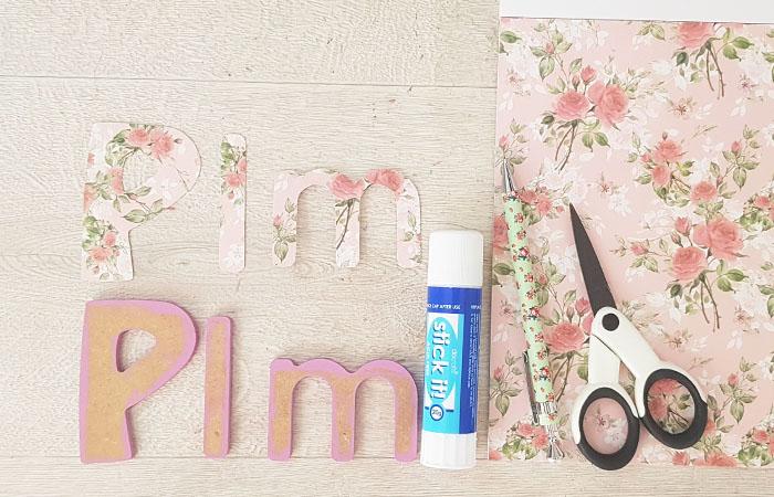 lettres minuscules en bois à décorer avec du papier