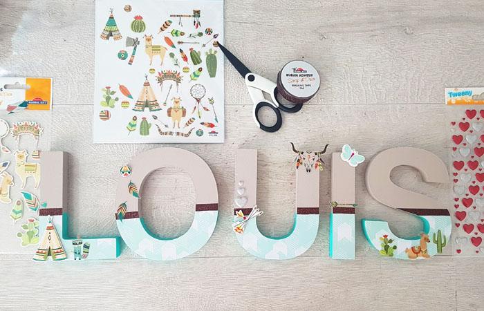 habillez les lettres en bois à poser avec du masking tape et stickers