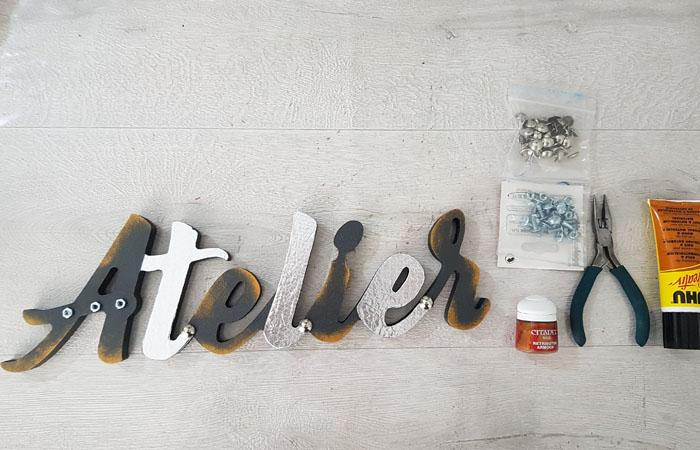mot à poser atelier en bois à décorer thème industrielle rouillé