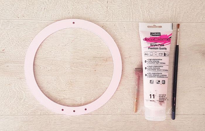 cercle en bois à peindre en rose pour un attrape rêve