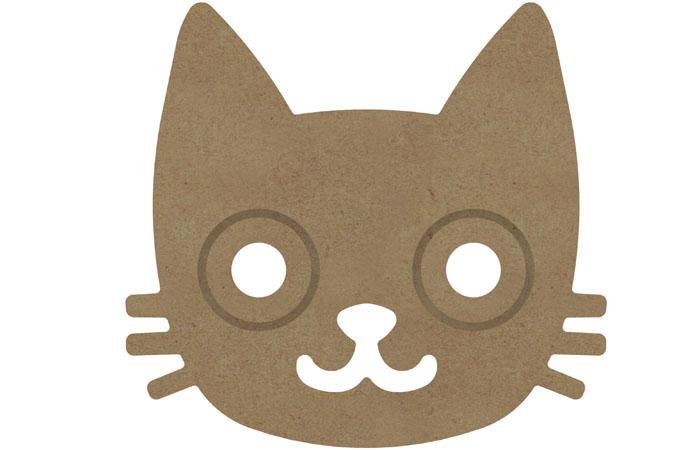 une déco chambre fille avec tipi et une tête de chat gravée en bois