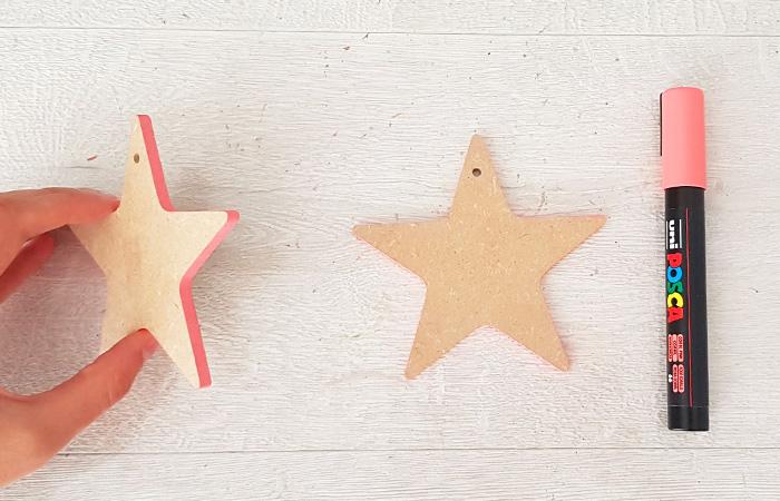 colorier les tranches de l'étoile en bois avec du rose