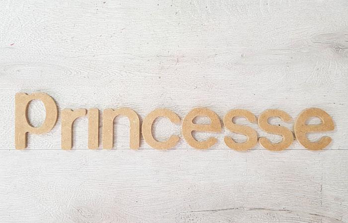 un prénom avec lettre en bois princesse