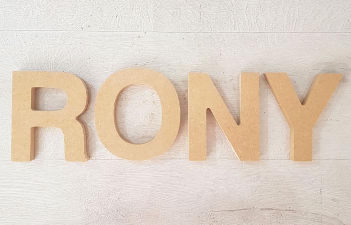 lettres à poser en bois pour créer un prénom