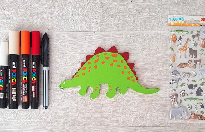 stégosaure en bois à peindre en vert