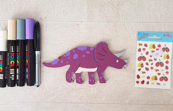 tricératops en bois à peindre e violet
