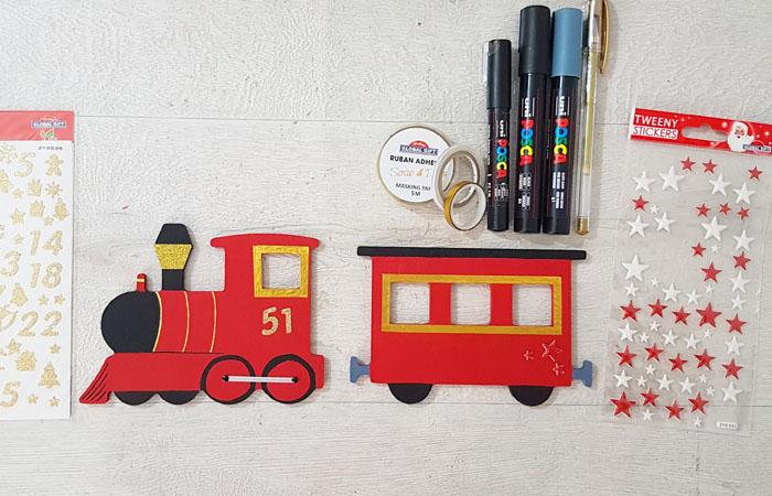 customiser le train en bois décoratif avec des feutres