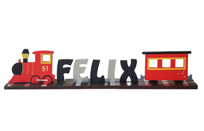 un train en bois décoratif avec un prénom pour une chambre