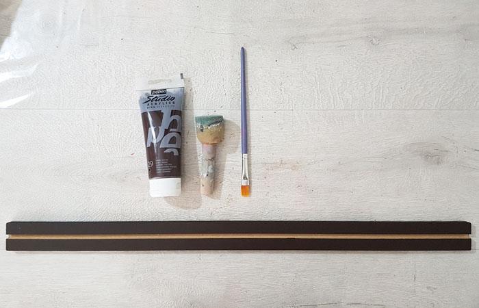 peindre la réglette en bois en marron