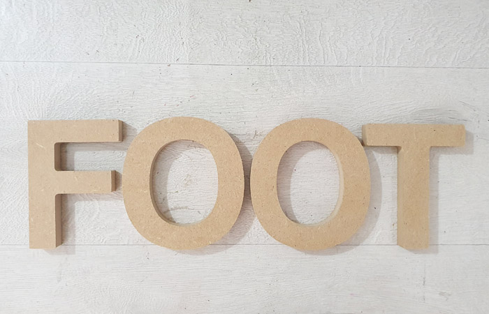 une déco foot en bois pour un anniversaire avec ce mot à poser