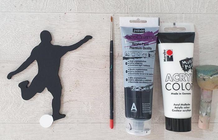footballeur en bois à peindre en noir