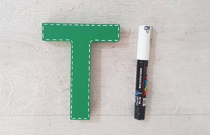 peindre la lettre à poser en vert
