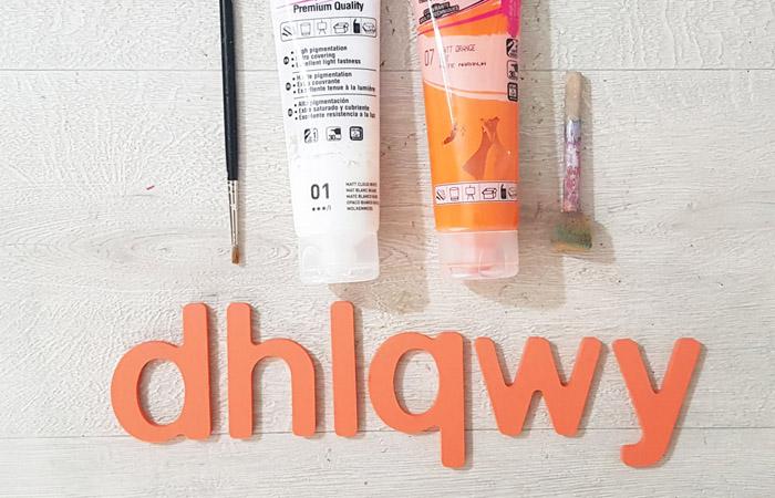 lettres en bois peint en orange