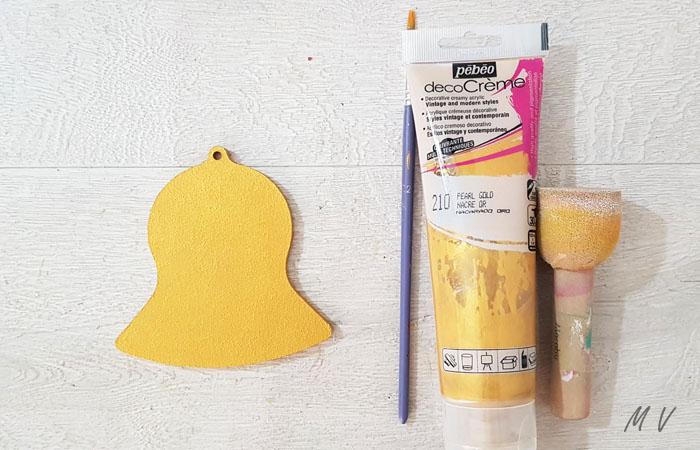 peindre la cloche en bois en or