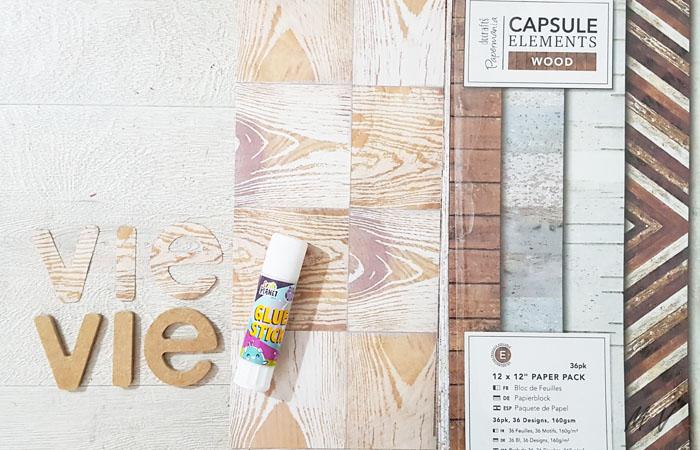 recouvrir les lettres en bois avec du papier