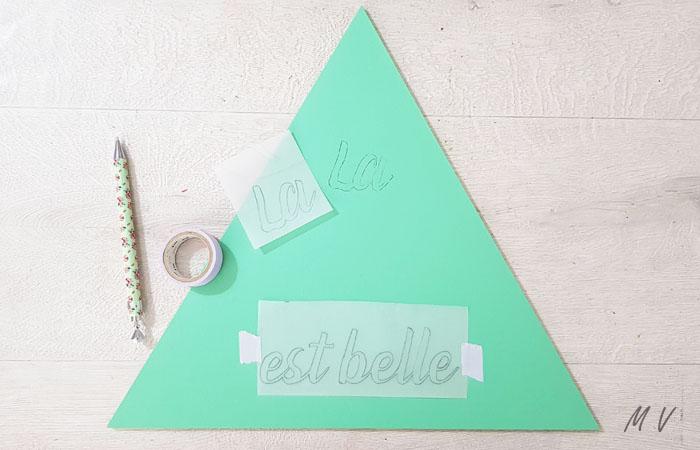 triangle en bois à personnaliser avec du texte