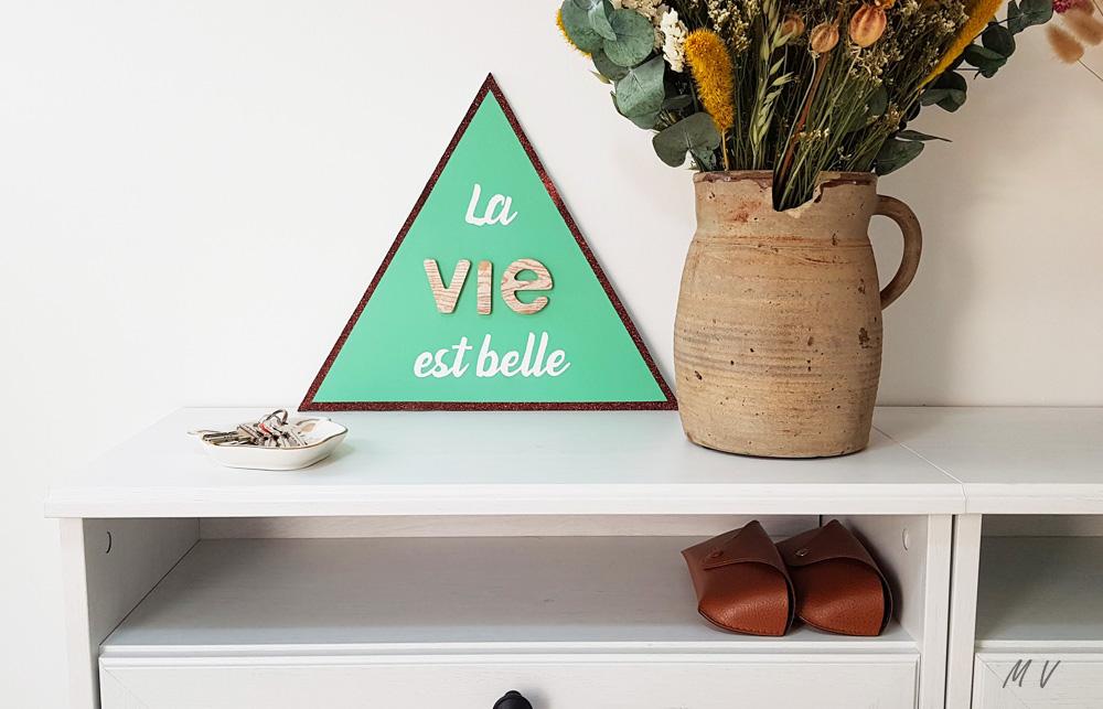 idées de décoration avec un triangle en bois
