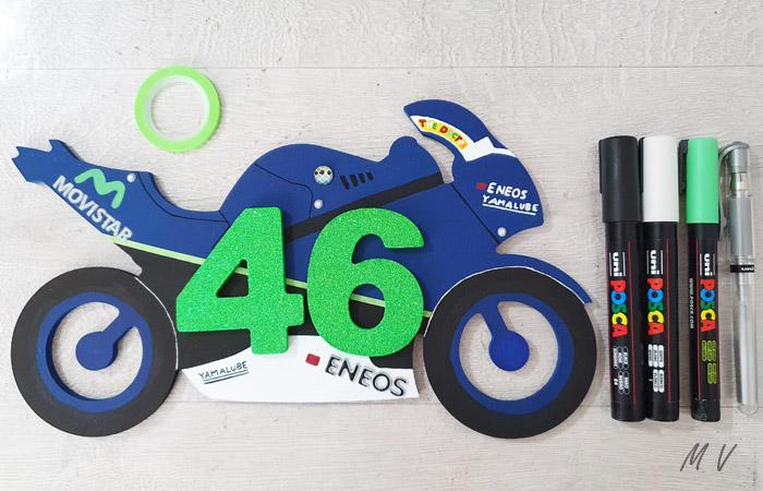 magnifique silhouette de moto en bois à décorer