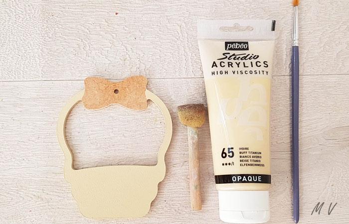 peindre le panier en bois avec du beige