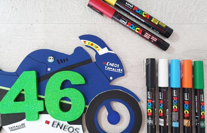 colorier la silhouette de moto GP en bois