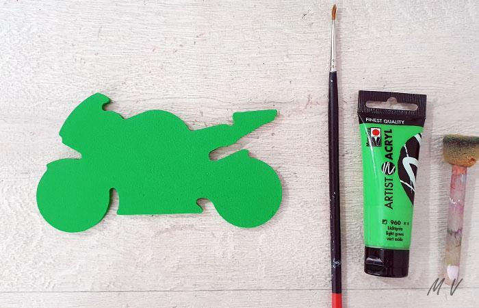 peindre la petite moto en vert