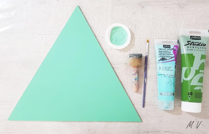 peindre le grand triangle en bois en vert