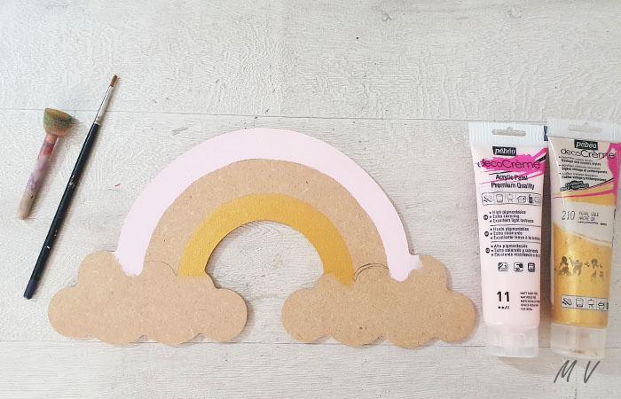 peindre le grand arc en ciel décoratif en rose