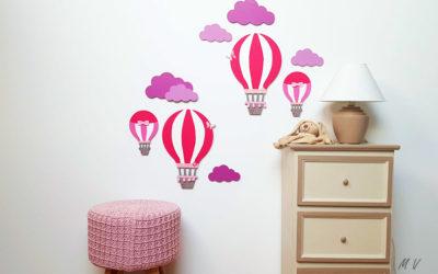 Décorez un mur de chambre d'enfant avec une montgolfière en bois