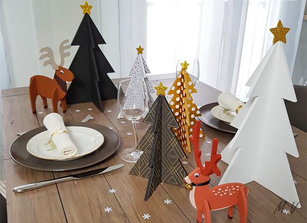 une déco de table de Noël avec des sapins 3D en bois