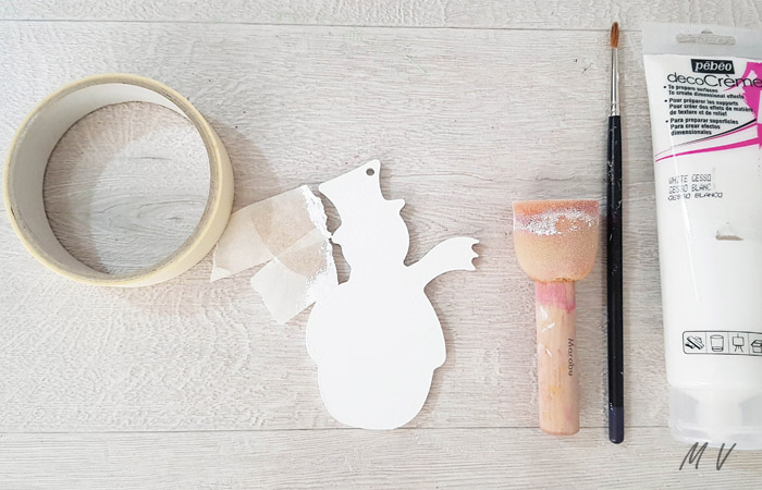 peindre le bonhomme de neige en blanc