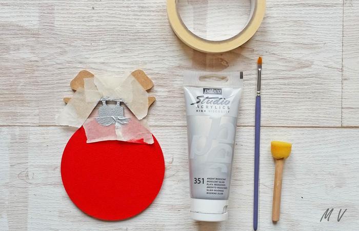 peindre en argenté la boule avec nœud